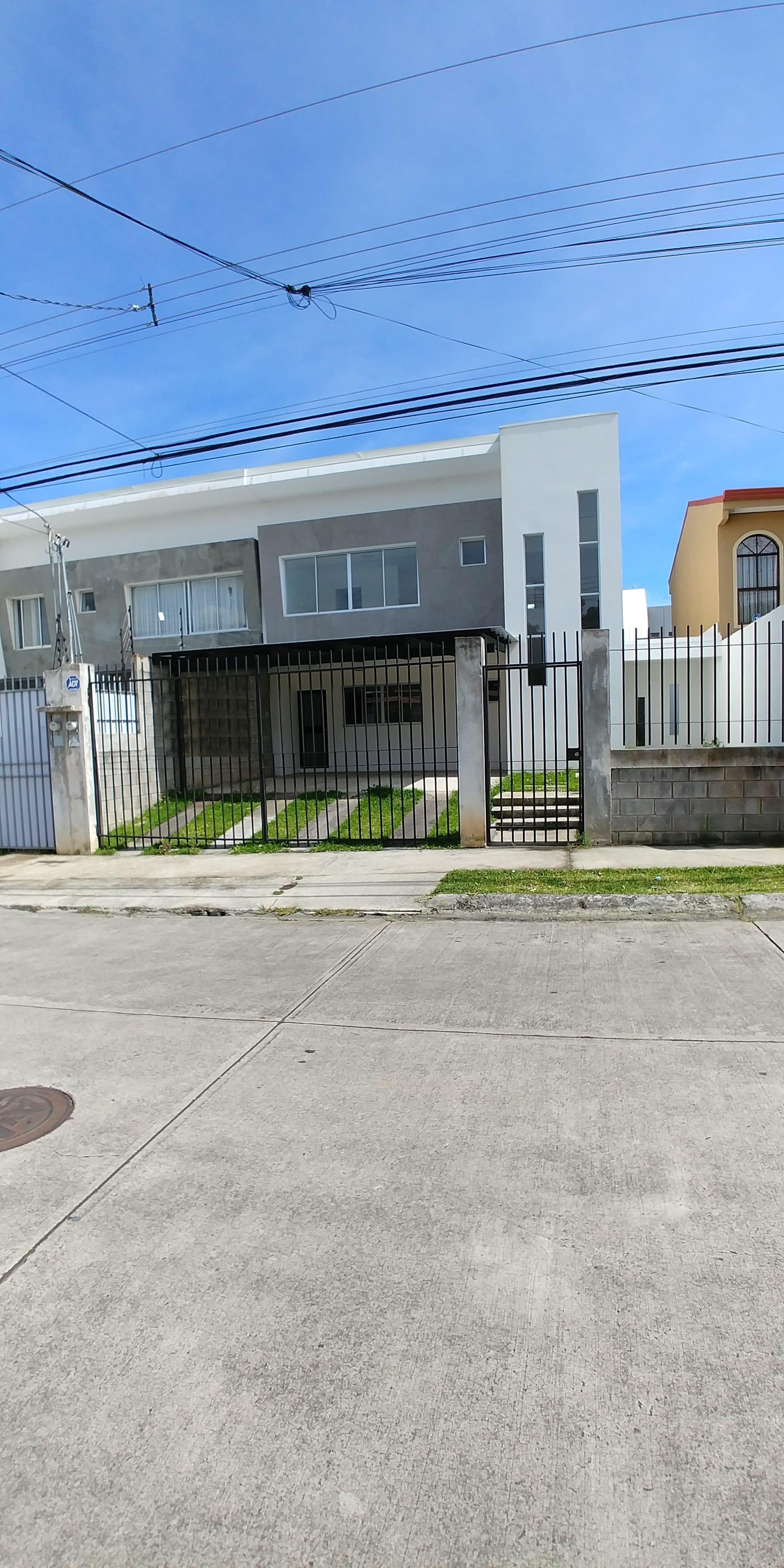 Casa espaciosa en Santo Domingo – Heredia