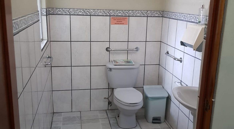 baño de local